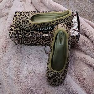 Steve Madden leopard flats Size 7